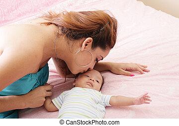 母, 新生, 若い, 接吻, 彼女, 小さい
