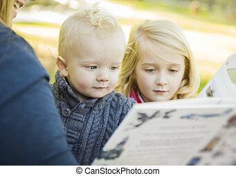 母, 本, 愛らしい, 読書, 2人の子供たち, 彼女, ブロンド