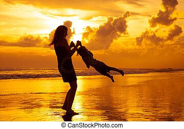 母, 浜, 遊び, 息子