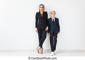 母, 親, 若い, -, 一緒に, 息子, 地位, バックグラウンド。, 単一, ティーネージャー, 白