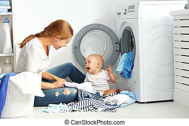母, 赤ん坊, 洗濯機, 折り目, 主婦, 衣服