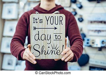 毎日, l's, 輝き, 精選する, インスピレーションを与える, 人, 保有物, 動機づけである, タイプ, board., 引用, 日, メッセージ, toning., 手, 焦点を合わせなさい。, 木製である, concept., スタイルを作られる, 型, あなたの