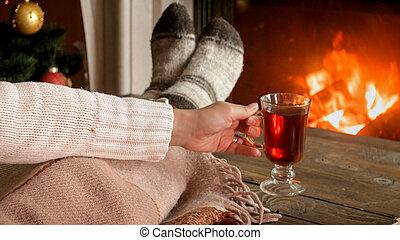 毛織りである, 女, お茶, イメージ, ソックス, 暑い, クローズアップ, 飲むこと, 暖炉, あること