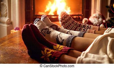 毛織りである, 家族, イメージ, ソックス, 編まれる, クローズアップ, 暖炉, 暖まること