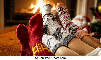 毛織りである, 家, 炉辺, ソックス, フィート, 暖かい, クローズアップ, 女性, 写真, 暖まること