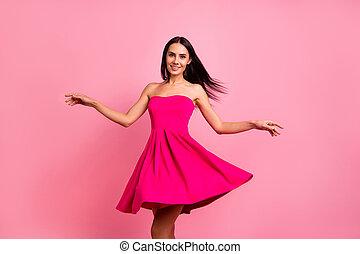 毛, 飛行, 終わり, formal-wear, 服, くるくる回る, 微笑, 隔離された, 鮮やか, ロマンス語, シック, ラウンド, かわいい, 身に着けていること, 女性, ピンクの背景, 上品, 春, 打撃, ぐるぐる回る, 魅力的, 彼女, 明るい, 衣装, 彼女, バラ, 写真
