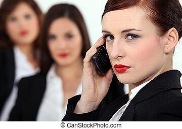 気取った, 女性の話すこと, 上に, 彼女, 移動式 電話