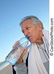 水のビン, 活動的な 先輩, 浜, 飲むこと