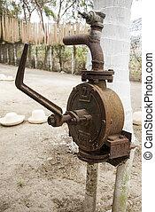 水ポンプ, 作られる 古い
