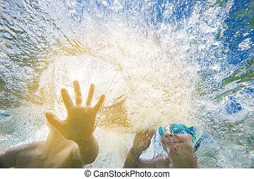 水中, はねかけること, 子供, 手