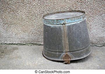 水桶, 在地上