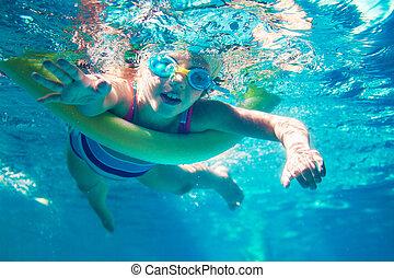 水泳 水中, 女の子, 泡, ヌードル