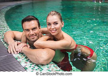 水泳, 男の女性, 一緒に, 幸せ