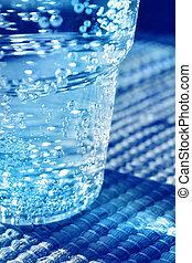 水 ガラス, 光っていること