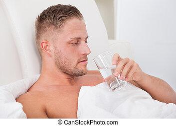 水 ガラス, 飲むこと, ベッド, 人