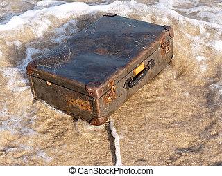 水, スーツケース