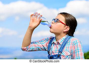 水, 女の子, 屋外で, 飲むこと, 若い