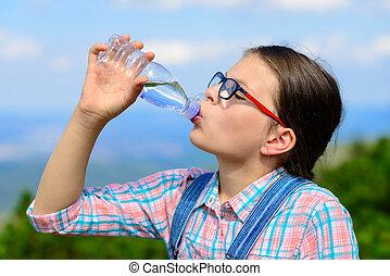水, 女の子, 屋外, 飲むこと, 若い