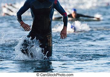 水, triathlon, triathletes, 動くこと, から