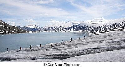 氷河, ハイキング