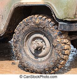 汚い, 車輪, の, ∥, オフロード, 自動車, 後で, 運転, 雨