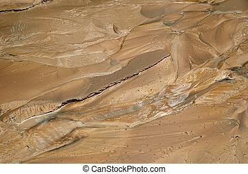 沈泥, 後で, mudflow