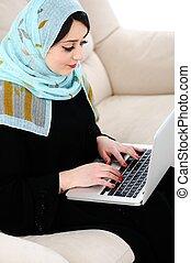 沙發, 膝上型, 年輕, 阿拉伯語, 亞洲人