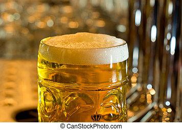 泡状である, 大袈裟な表情をしなさい, 冷たいビール, 満たされた