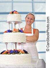 波立たせられる, 彼女, パン屋, infront, 結婚式のケーキ, 微笑, 女性, 幸せ