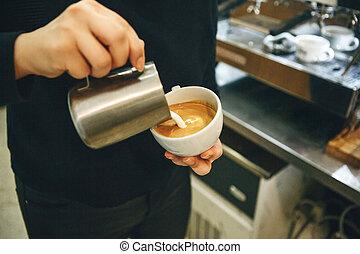 注ぎ込み, barista, ミルク, コーヒー