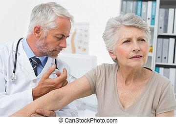 注射, 年長者, 男性, 病人, 醫生