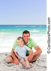 注意深い, 父, ∥で∥, 彼の, 息子, ビーチにおいて