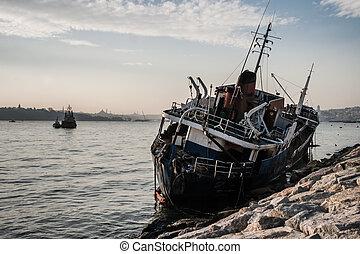 洗われた, bosphorus, 古い, 船, 陸上
