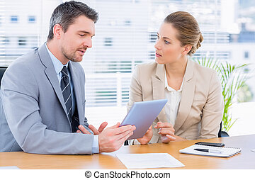 活発に 服を着せられる, 同僚, 中に, ビジネスが会合する