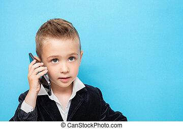 流行, わずかしか, 話し, 男の子, 移動式 電話, スーツ