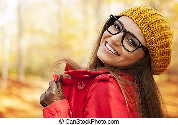 流行, 若い女性, 楽しむ, 中に, 秋, 季節