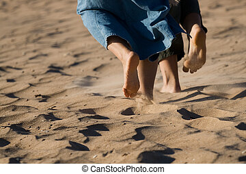 浜の 砂, 足, はだしで