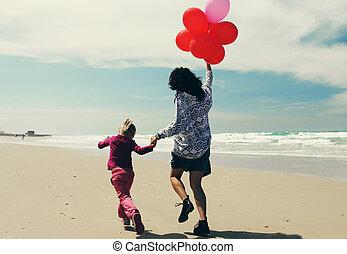 浜, わずかしか, 娘, 歩くこと, 母