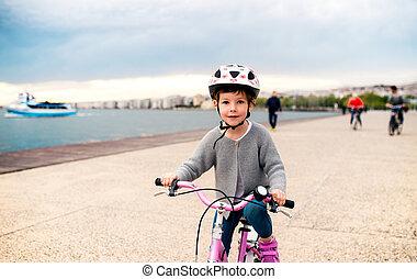 浜。, サイクリング, 屋外で, 小さい, 自転車, 女の子