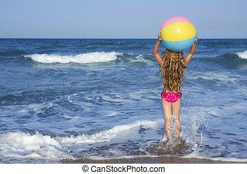 浜, 女の子, カラフルなボール, 遊び, 中に, 休暇