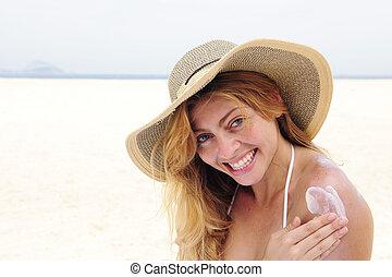 浜, 女, サンローションをつける