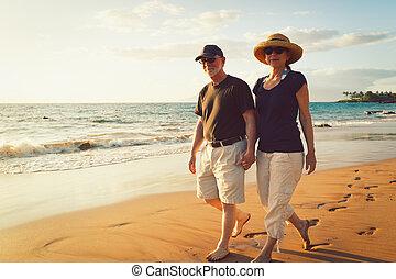 浜, 恋人, 楽しむ, 日没, シニア