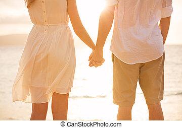 浜。, 愛, ロマンチックな カップル, 若い, 日没, 手を持つ