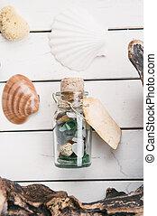 浜, 掘り出し物