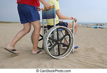 浜, 砂, 彼の, 息子, 押し, 車椅子, 父