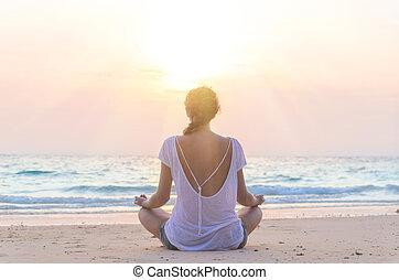 浜, 練習する, 女, ヨガ, 日の出