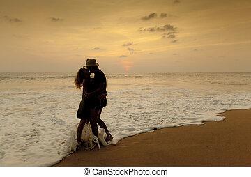 浪漫的夫婦, 在海灘上