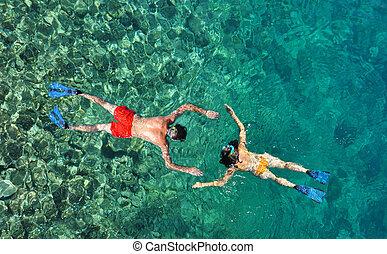 浪漫的夫婦, snorkeling, 在, the, 海