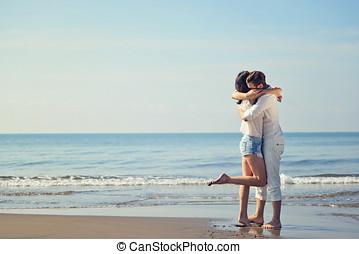 浪漫, 年輕夫婦, 在海灘上, kissing.