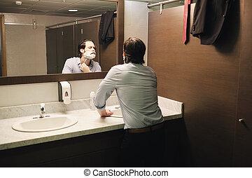 浴室, ビジネスオフィス, 後で, 朝, 早く, 取り替えなさい, ひげそり, 人